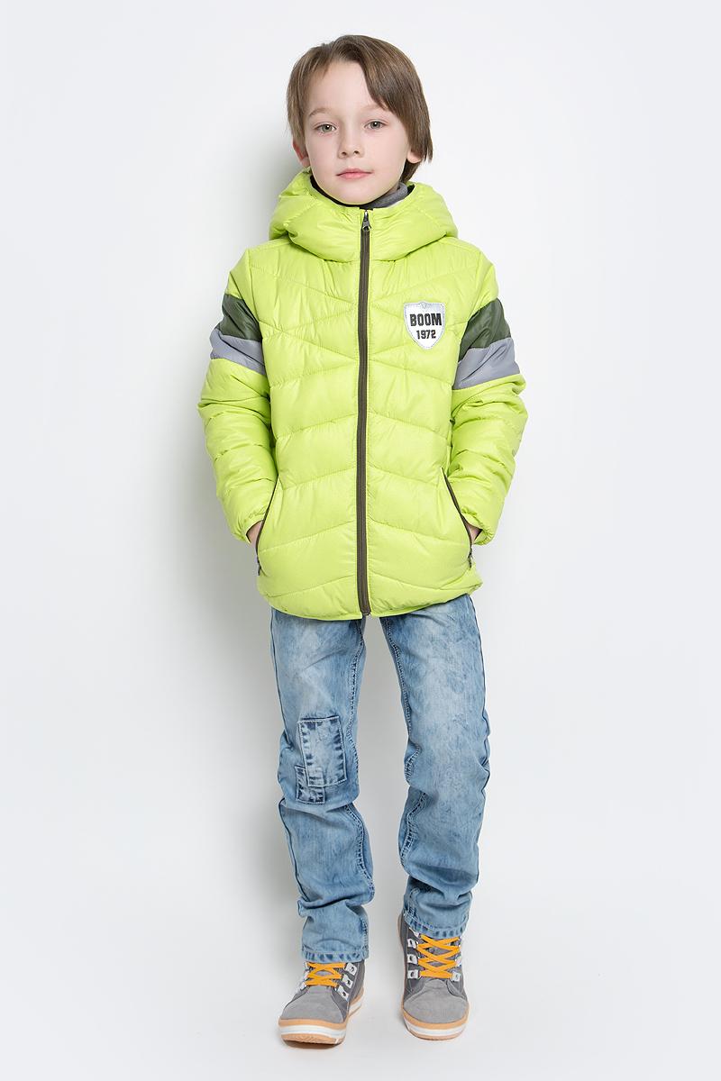 Куртка для мальчика Boom!, цвет: салатовый. 70035_BOB_вар.2. Размер 98, 3-4 года70035_BOB_вар.2Стильная куртка для мальчика Boom! изготовлена из 100% полиэстера. Подкладка выполнена из полиэстера с добавлением вискозы. В качестве утеплителя используется эко-синтепон. Куртка с капюшоном застегивается на застежку-молнию и дополнительно имеет защиту подбородка и внутреннюю ветрозащитную планку. Изделие дополнено спереди двумя прорезными карманами на застежках-молниях. Нижняя часть спинки оформлена фирменной светоотражающей нашивкой для безопасности ребенка в темное время суток. Низ модели и рукавадополнены эластичной резинкой.