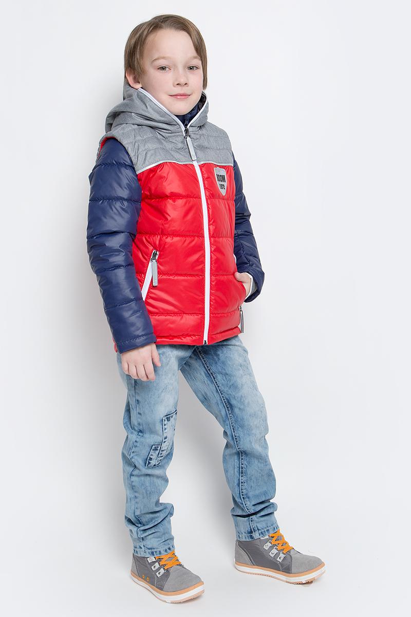 Куртка для мальчика со съемным жилетом Boom!, цвет: темно-синий. 70013_BOB_вар.2. Размер 104, 3-4 года70013_BOB_вар.2Куртка для мальчика Boom! изготовлена из полиэстера и дополнена жилеткой с капюшоном. Куртка застегивается на пластиковую застежку-молнию. В боковых швах предусмотрены два прорезных кармана.Съемный жилет полностью застегивается на застежку-молнию и дополнен двумя врезными карманами на молниях. Жилет дополнен светоотражающими элементами и оригинальной нашивкой с логотипом бренда.