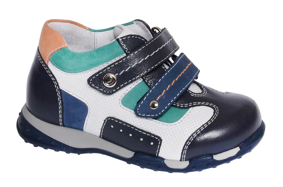 Ботинки для мальчика Elegami, цвет: темно-серый, белый. 7-87061702. Размер 217-87061702Модные детские ботинки от Elegami выполнены из натуральной кожи с перфорацией и оформлены контрастной прострочкой. Внутренняя поверхность и стелька, выполненные из натуральной кожи, предотвращают натирание и гарантируют комфорт. Стелька дополнена супинатором с перфорацией, который обеспечивает правильное положение ноги ребенка при ходьбе, предотвращает плоскостопие. Перфорация на стельке позволяет ногам дышать. Ремешки с застежками-липучками обеспечивают надежную фиксацию обуви на ноге. Подошва выполнена из прочного ТЭП-материала и оснащена рифлением для лучшей сцепки с поверхностью. Стильные ботинки - незаменимая вещь в гардеробе вашего ребенка.