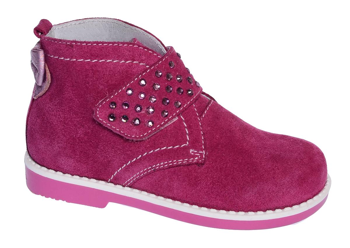 Ботинки для девочки Elegami, цвет: фуксия. 7-806541702. Размер 237-806541702Модные детские ботинки от Elegami выполнены из велюра. Модель оформлена бантиком из кожи, расположенным на заднике, и контрастной прострочкой. Внутренняя поверхность и стелька, выполненные из натуральной кожи, предотвращают натирание и гарантируют комфорт. Стелька дополнена супинатором с перфорацией, который обеспечивает правильное положение ноги ребенка при ходьбе.Широкий ремешок с застежкой-липучкой, декорированный стразами, обеспечивает надежную фиксацию обуви на ноге. Подошва выполнена из прочного ТЭП-материала и оснащена рифлением для лучшей сцепки с поверхностью. Стильные ботинки - незаменимая вещь в гардеробе вашего ребенка.