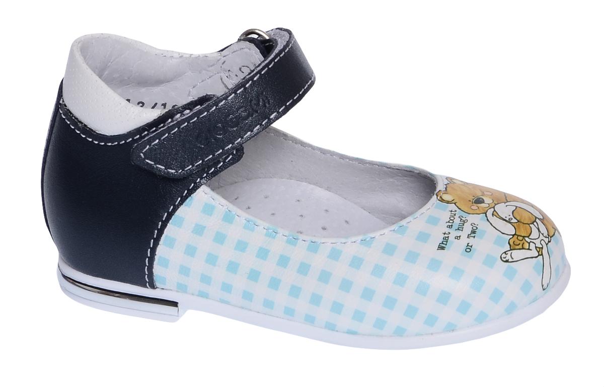 Туфли для девочки Elegami, цвет: темно-синий, белый. 7-806051702. Размер 247-806051702Модные туфли от Elegami выполнены из натуральной кожи и оформлены принтом в клетку и изображение зверушек. Ремешок на застежке-липучке гарантирует надежную фиксацию обуви на ноге. Мягкий манжет создает комфорт при ходьбе и предотвращает натирание ножки ребенка. Стелька с супинатором, выполненная из натуральной кожи, обеспечивает правильное положение ноги ребенка при ходьбе, предотвращает плоскостопие. Подошва выполнена из легкого и прочного ТЭП-материала. Рифленая поверхность подошвы защищает изделие от скольжения. Удобные туфли займут достойное место в гардеробе вашей девочки.