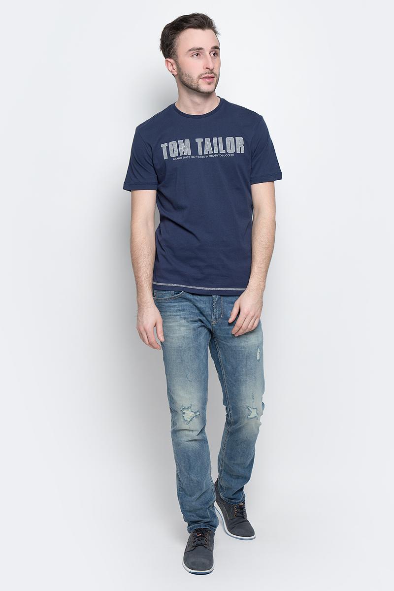 Футболка мужская Tom Tailor, цвет: темно-синий. 1036962.00.10_6740. Размер S (46)1036962.00.10_6740Стильная мужская футболка Tom Tailor выполнена из натурального хлопка. Материал очень мягкий и приятный на ощупь, обладает высокой воздухопроницаемостью и гигроскопичностью, позволяет коже дышать. Модель прямого кроя с круглым вырезом горловины и короткими рукавами оформлена надписью с названием бренда.Такая модель подарит вам комфорт в течение всего дня и послужит замечательным дополнением к вашему гардеробу.