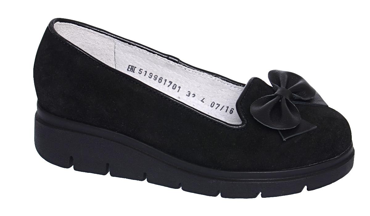Туфли для девочки Elegami, цвет: черный. 5-519961701. Размер 335-519961701Элегантные туфли от Elegami придутся по душе вашей юной моднице! Модель выполнена из велюра. Мысок декорирован кожаным бантом. Стелька с супинатором, выполненная из натуральной кожи, обеспечивает правильное положение ноги ребенка при ходьбе, предотвращает плоскостопие. Подошва выполнена из полиуретана контрастного цвета. Рифленая поверхность подошвы защищает изделие от скольжения. Удобные туфли займут достойное место в гардеробе вашей девочки.