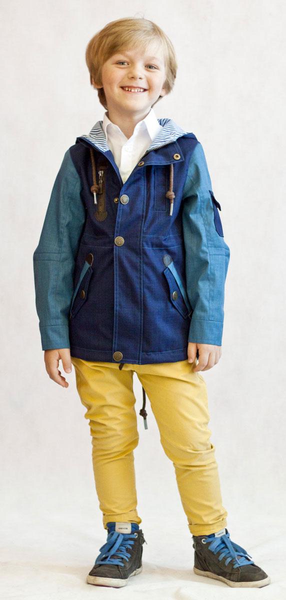 Ветровка для мальчика OLDOS Мартин, цвет: синий, голубой. 3К1706-1. Размер 110, 5 лет3К1706Модная и стильная ветровка для мальчика Мартин от Oldos идеальна для прохладной погоды с температурой +10…+20°С. Модель выполнена из плотного полиэстера с водо- и грязеотталкивающей пропиткой. Принтованная подкладка из бязи приятна на ощупь, что придает дополнительный комфорт. Ветровка застегивается на молнию. Дополнительно имеется ветрозащитная планка, которая закрывается на кнопки. Капюшон несъемный, его объем регулируется с помощью шнурков. Рукава модели прямые, с декоративным отворотом, манжеты на рукавах застегиваются на кнопку. Низ куртки и талия снабжены регулируемой утяжкой. Также ветровка оснащена карманами на молнии и светоотражающими элементами.