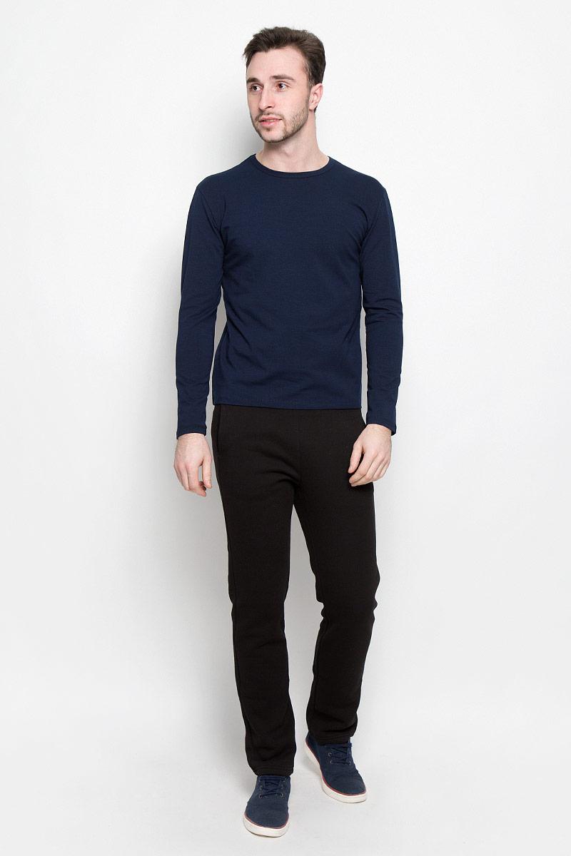 Лонгслив мужской Rocawear, цвет: темно-синий. R0416T38. Размер М (48)R0416T38Мужской лонгслив Rocawear с круглым вырезом горловины и длинными рукавами изготовлен из эластичного хлопка. Лонгслив превосходно тянется и отлично сидит по фигуре. На спинке модель украшена небольшим принтом с логотипом бренда.