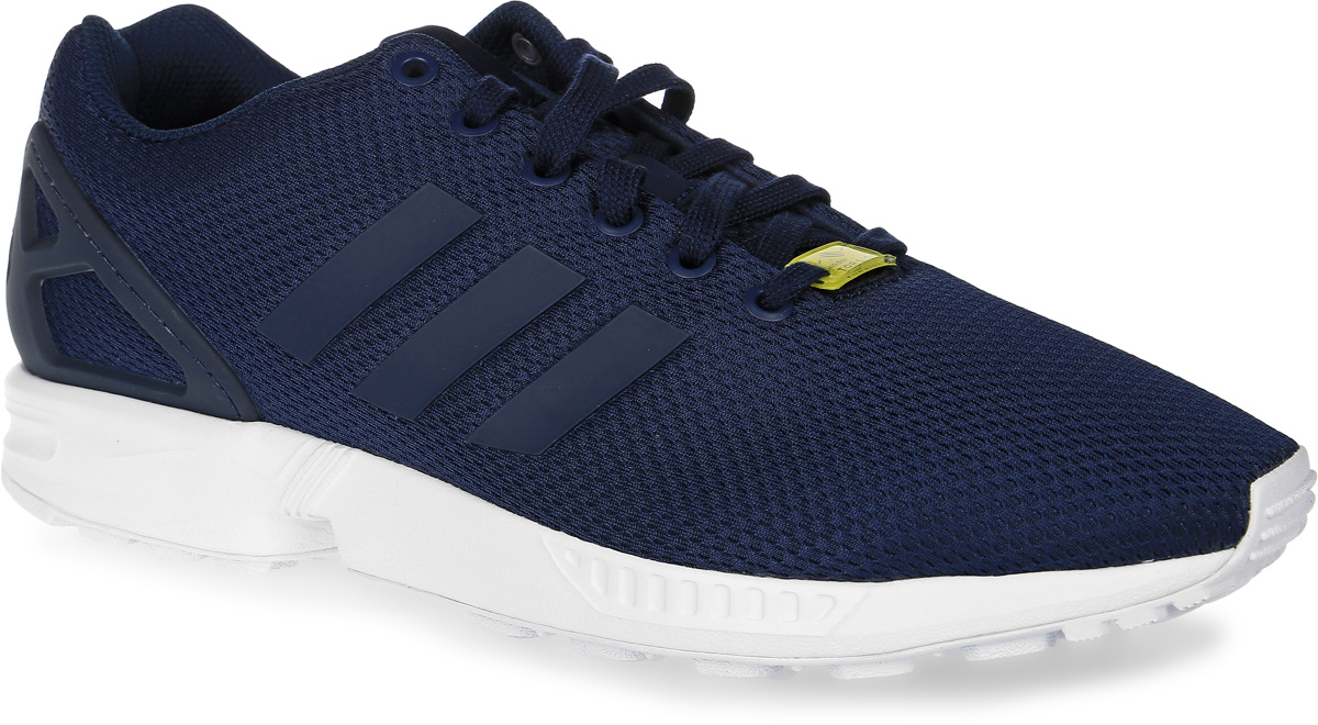 Кроссовки мужские adidas Originals Zx Flux, цвет: темно-синий. M19841. Размер 11,5 (45)M19841Кроссовки adidas Zx Flux выполнены из текстиля и оформлены фирменными накладками из термополиуретана. Шнурки надежно зафиксируют модель на ноге. Внутренняя поверхность из сетчатого текстиля комфортна при движении. Стелька выполнена из легкого ЭВА-материала с поверхностью из текстиля. Подошва изготовлена из высококачественной резины и дополнена протектором. В комплект входят дополнительные шнурки.