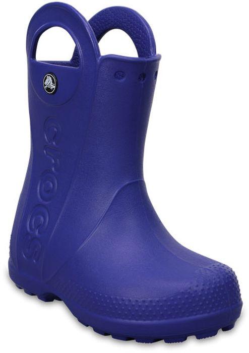 Резиновые сапоги детские Crocs, цвет: синий. 12803-4O5. Размер C8 (25)12803-4O5Яркие резиновые сапоги Handle It Rain Boot от Crocs сохранят ножки вашего ребенка теплыми и сухими. Модель выполнена из полимера Croslite. Благодаря материалу Croslite обувь невероятно легкая, мягкая и удобная. Материал Croslite - бактериостатичен, препятствует появлению неприятных запахов и легок в уходе: быстро сохнет и не оставляет следов на любых поверхностях. Модель оформлена по бокам тисненым названием бренда, на заднике - светоотражающей вставкой с названием бренда, которая увеличит безопасность вашего ребенка в темное время суток. Рифленое основание подошвы гарантирует идеальное сцепление с любой поверхностью. Теперь даже в самую ненастную погоду ваши дети могут продолжать радоваться играм на свежем воздухе.