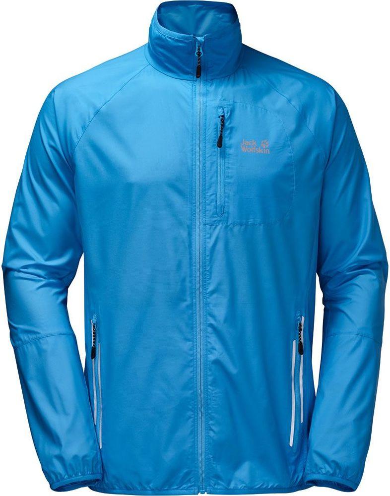 Ветровка мужская Jack Wolfskin Flyweight M, цвет: голубой. 1304911-1651. Размер XXL (54)1304911-1651Ветровка мужская Flyweight M изготовлена из 100% полиэстера. Ткань ультра легкая, дышащая, обеспечивает комфортную посадку, обладает защитой от ветра и дождя, а также регулирует температуру тела и обеспечивает сухость. Поэтому в этой куртке вам будет комфортно даже во время интенсивных тренировок. Модель застегивается на молнию, имеет воротник-стойку и длинные рукава реглан. Манжеты рукавов и низ куртки снабжены резинками. Спереди расположены два боковых и один нагрудный вшитый карман на молнии. Ветровка сворачивается и не занимает много места при переноске или хранении. Модель выполнена в однотонном дизайне и дополнена логотипом бренда.