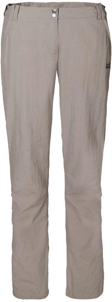 Брюки женские Jack Wolfskin Kalahari Pants W, цвет: бежевый. 1503311-5041. Размер 44 (54)1503311-5041Брюки женские Kalahari Pants W выполнены из ткани SUPPLEX (100% полиамид). Брюки имеют множество преимуществ, особенно практичных в путешествии по жарким регионам: они легкие, защищают от ультрафиолетового излучения (UPF 40+) и упаковываются очень компактно. К тому же материал очень быстро сохнет. Модель застегивается на ширинку с молнией и пуговицу в поясе. Пояс дополнен шлевками для ремня. Брюки имеют два втачных кармана спереди и два кармана сзади. Kalahari Pants W - сочетание нужных качеств для путешествий, летних походов и будней.