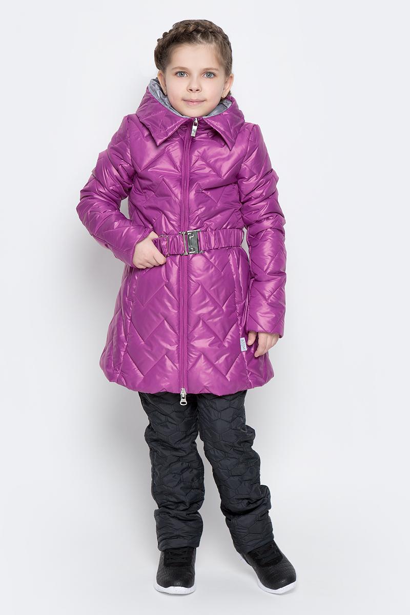 Куртка для девочки Boom!, цвет: сиреневый. 70007_BOG_вар.3. Размер 104, 3-4 года70007_BOG_вар.3Удлиненная куртка для девочки Boom! c длинными рукавами и несъемным капюшоном выполнена из прочного полиамида. Наполнитель - синтепон. Модель застегивается на застежку-молнию спереди. Изделие имеет два втачных открытых кармана спереди, на талии расположены шлевки для ремня. В комплект входит пояс с широкой эластичной резинкой, фиксирующийся при помощи металлической пряжки-защелки. Куртка дополнена светоотражающими элементами.