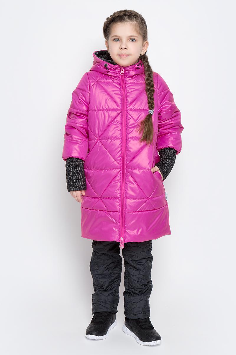 Пальто для девочки Boom!, цвет: розовый, черный. 70026_BOG_вар.1. Размер 116, 5-6 лет70026_BOG_вар.1Стильное пальто для девочки Boom! идеально подойдет вашей моднице в прохладную погоду. Модель изготовлена из водонепроницаемой и ветрозащитной ткани, на подкладке из полиэстера с добавлением вискозы. В качестве утеплителя изделия используется материал Flexy Fiber (150 г/м2).Пальто с несъемным капюшоном и длинными рукавами застегивается спереди на пластиковую застежку-молнию. Манжеты на рукавах изготовлены из широкой резинки. В боковых швах предусмотрены два втачных кармана. Капюшон дополнен утягивающей резинкой на стопперах. Модель оформлена стеганым узором и светоотражающими элементами.