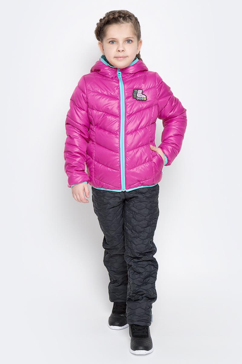 Куртка для девочки Boom!, цвет: розовый. 70231_BOG_вар.1. Размер 140, 10-11 лет70231_BOG_вар.1Стильная куртка для девочки Boom! изготовлена из водонепроницаемой и ветрозащитной ткани, на подкладке из полиэстера с добавлением вискозы. В качестве утеплителя изделия используется синтепон (150 г/м2).Куртка с капюшоном застегивается на пластиковую застежку-молнию и дополнительно имеет защиту подбородка и ветрозащитную планку. Капюшон не отстегивается. Края капюшона, низ рукавов и куртки дополнены тонкими трикотажными резинками, которые не позволяют просачиваться холодному воздуху. По бокам имеются два втачных кармана, а с внутренней стороны куртка дополнена двумя накладными карманами.На изделии предусмотрены светоотражающие элементы для безопасности ребенка в темное время суток.