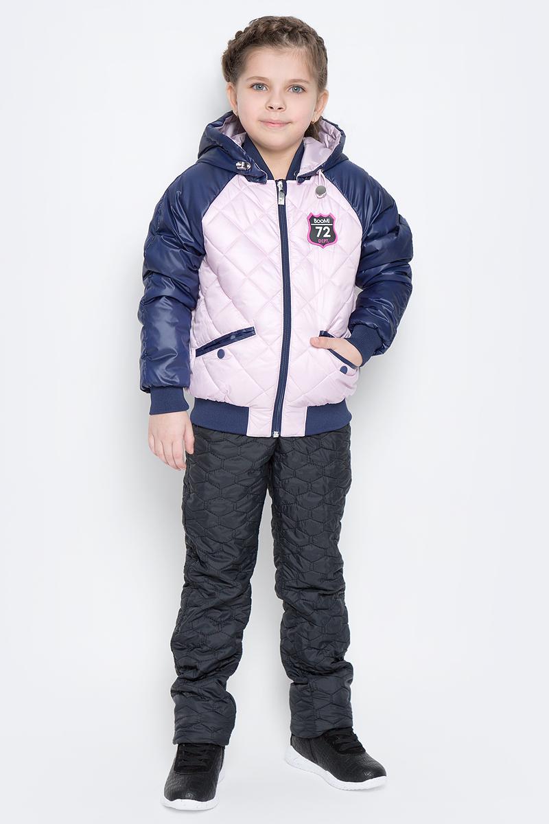 Куртка для девочки Boom!, цвет: темно-синий, светло-розовый. 70005_BOG_вар.3. Размер 98, 3-4 года70005_BOG_вар.3Удобная куртка для девочки Boom! изготовлена из полиэстера с тонким слоем утеплителя Flexy Fiber. Куртка застегивается на пластиковую застежку-молнию. У модели предусмотрены два прорезных кармана на металлических кнопках. Капюшон съемный, пристегивается на пуговицы. Капюшон оснащен резинкой-утяжкой со стопперами. Перед и спинка декорированы нашивками с логотипом бренда. Воротник, манжеты рукавов и низ куртки выполнены из эластичного трикотажного полотна.
