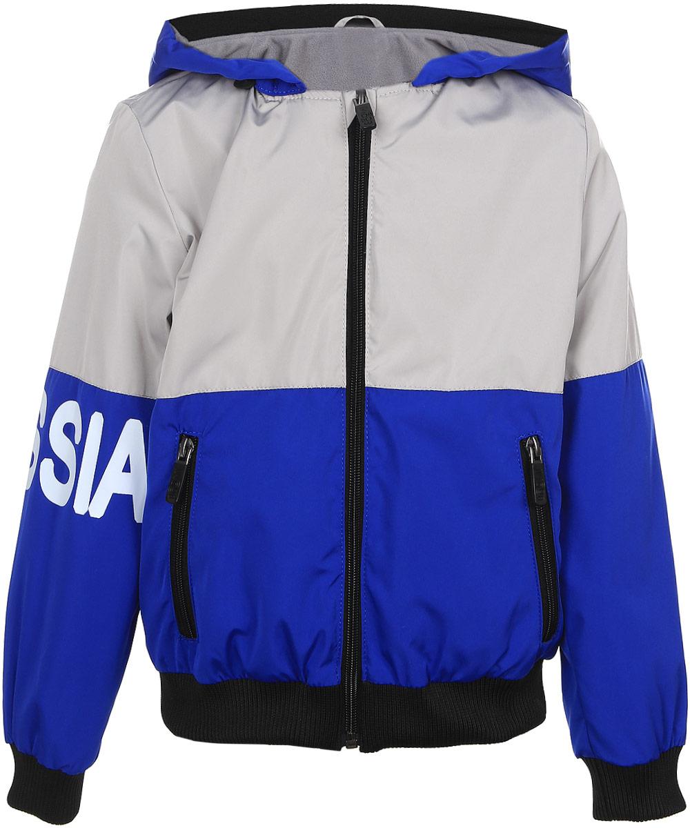 Куртка для мальчика Boom!, цвет: светло-серый, синий. 70080_BOB_вар.1. Размер 158, 11-12 лет70080_BOB_вар.1Куртка для мальчика Boom! изготовлена из полиэстера. Куртка застегивается на пластиковую застежку-молнию. Спереди у модели имеются два врезных кармана на молниях.Съемный капюшон пристегивается на пуговицы. Капюшон оснащен резинкой-утяжкой со стопперами. Спинка и один рукав имеют буквенные принты. Воротник, манжеты рукавов и низ куртки выполнены из эластичной трикотажной резинки.