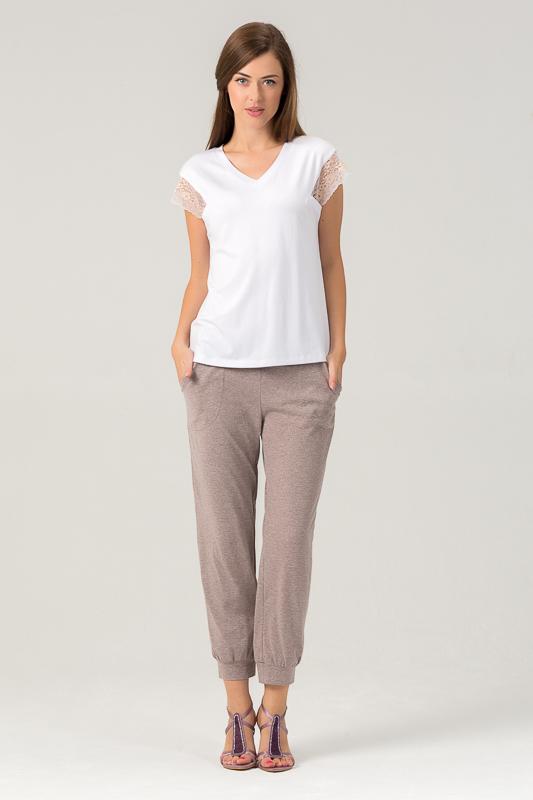 Комплект женский Tesoro: топ, капри, цвет: крем-брюле. 455К1. Размер 48455К1Женский костюм для дома и отдыха состоит из футболки и брюк. Изготовлен из мягкого трикотажного материала. В составе вискоза и лайкра.