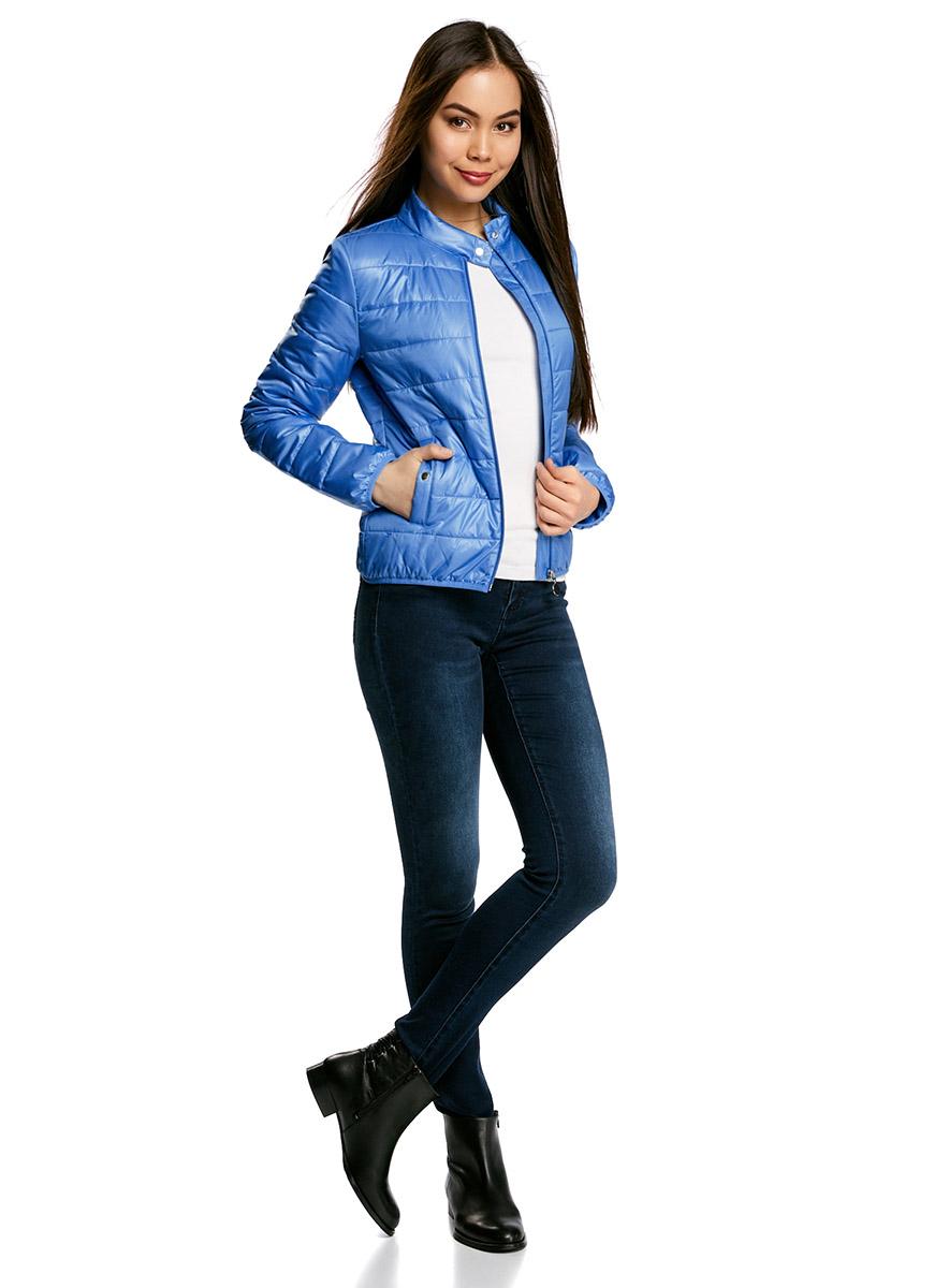 Куртка женская oodji Ultra, цвет: синий. 10203060/43363/7500N. Размер 38-170 (44-170)10203060/43363/7500NЖенская куртка oodji Ultra выполнена из высококачественного материала, в качестве подкладки используется полиэстер. Утеплитель - синтепон. Модель с воротником-стойкой застегивается на застежку-молнию и дополнительно сверху на кнопку. Спереди расположено два втачных кармана на кнопках.