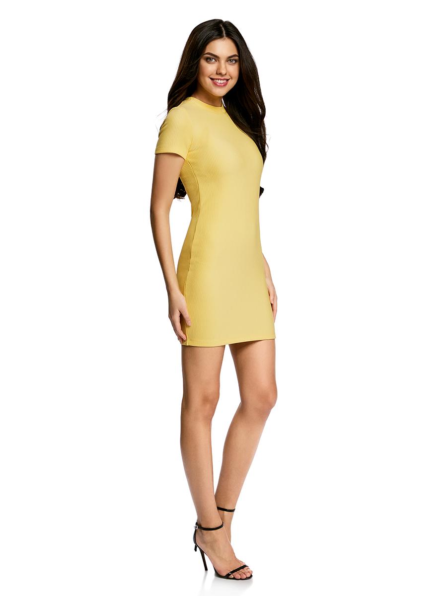Платье oodji Ultra, цвет: желтый. 14011007/45262/5200N. Размер M (46)14011007/45262/5200NСтильное трикотажное платье oodji Ultra выполнено из высококачественного комбинированного материала в мелкую резинку, мягкого и нежного на ощупь. Модель по фигуре с круглым вырезом горловины и короткими рукавами застегивается на спинке на застежку-молнию.