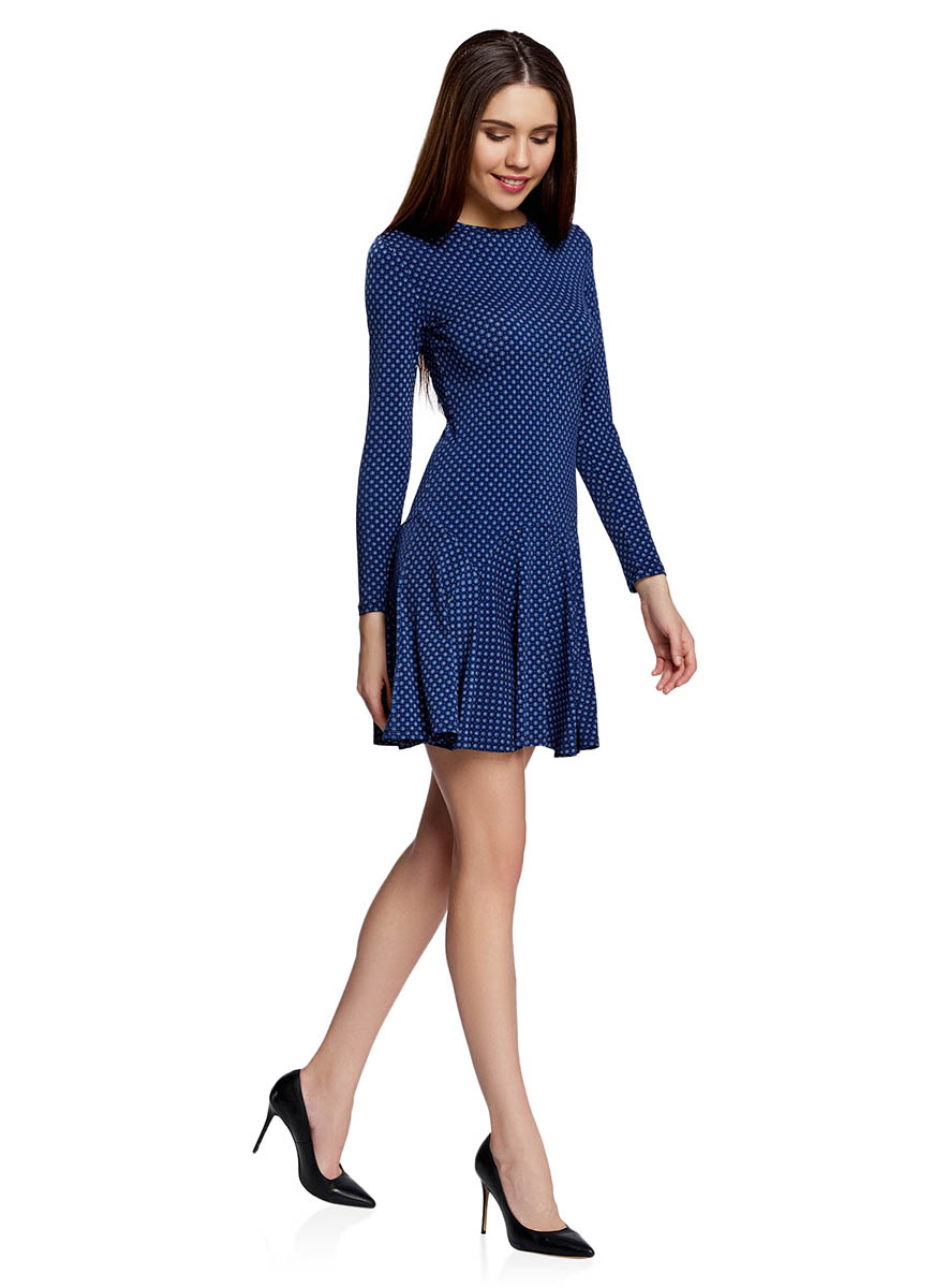 Платье oodji Ultra, цвет: темно-синий, синий. 14011015/46384/7975G. Размер S (44-170)14011015/46384/7975GПриталенное платье oodji Ultra с расклешенной юбкой выполнено из качественного трикотажа. Модель средней длины с круглым вырезом горловины и длинными рукавами застегивается на скрытую молнию на спинке.