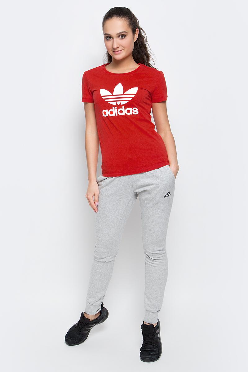 Футболка женская adidas Trefoil Tee, цвет: красный. BK2098. Размер 32 (40/42)BK2098Футболка Trefoil Tee от adidas выполнена из натурального хлопка. У модели круглый вырез горловины и короткие стандартные рукава. Грудь декорирована фирменным логотипом бренда.