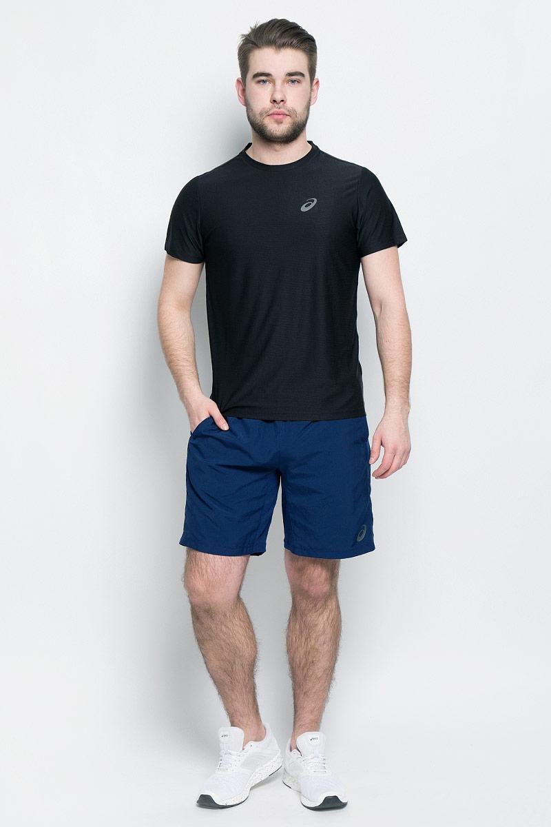 Футболка для бега мужская Asics SS Top, цвет: черный. 134084-0904. Размер S (46/48)134084-0904Стильная мужская футболка для бега Asics SS Top, выполненная из высококачественного полиэстера, обладает высокой воздухопроницаемостью и превосходно отводит влагу от тела, оставляя кожу сухой даже во время интенсивных тренировок. Такая футболка великолепно подойдет как для повседневной носки, так и для спортивных занятий.Модель с короткими рукавами и круглым вырезом горловины - идеальный вариант для создания модного современного образа. Футболка оформлена светоотражающим логотипом на груди и контрастной полоской на спинке. Такая футболка идеально подойдет для занятий спортом и бега. В ней вы всегда будете чувствовать себя уверенно и комфортно.