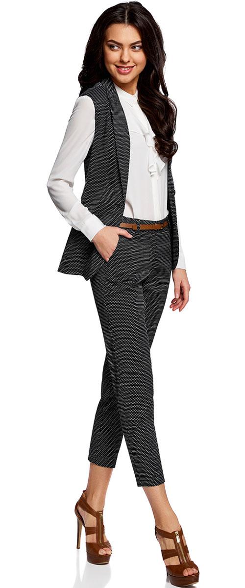 Брюки женские oodji Collection, цвет: черный, серебряный. 21706021-4/46373/3391D. Размер 40-170 (46-170)21706021-4/46373/3391DЖенские укороченные брюки oodji Collection выполнены из высококачественного материала. Модель-слим стандартной посадки застегивается на пуговицу в поясе и ширинку на застежке-молнии. Пояс имеет шлевки для ремня. Спереди брюки дополнены втачными карманами, сзади - прорезным. Модель дополнена ремешком.