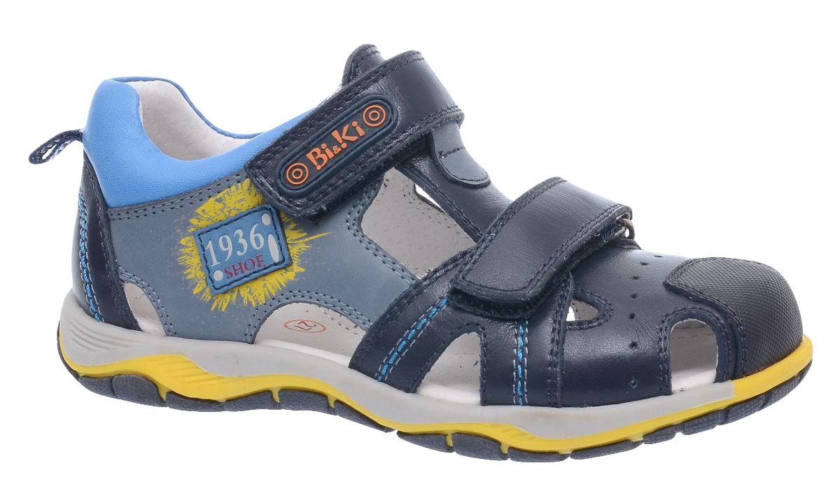 Сандалии для мальчика BiKi, цвет: темно-синий, серый, голубой. A-B80-34-A. Размер 30A-B80-34-AСандалии BiKi для мальчика, выполненные из комбинированной кожи, оформлены оригинальными нашивками с надписями и контрастной прострочкой. На ноге модель фиксируется с помощью двух ремешков с застежкой-липучкой. Внутренняя поверхность и стелька выполнены из натуральной кожи. Подошва изготовлена из прочного и гибкого полимерного материала. Поверхность подошвы дополнена рельефным рисунком.