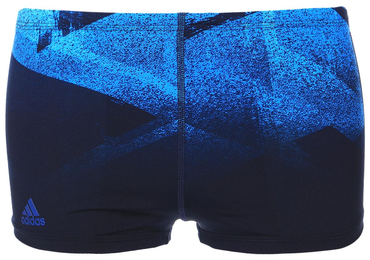 Плавки-боксеры мужские adidas Inf+ 3Str Pr Bx, цвет: синий, темно-синий. BK3684. Размер 5 (48)BK3684Плавательные мужские боксеры adidas Inf+ 3Str Pr Bx выполнены из полиэстера. Эти удобные мужские боксеры помогут справиться даже с самыми тяжелыми тренировками. Они сделаны из материала InfIinitex, который сопротивляется воздействию хлора. Оформлена модель интересным принтом и логотипом бренда.