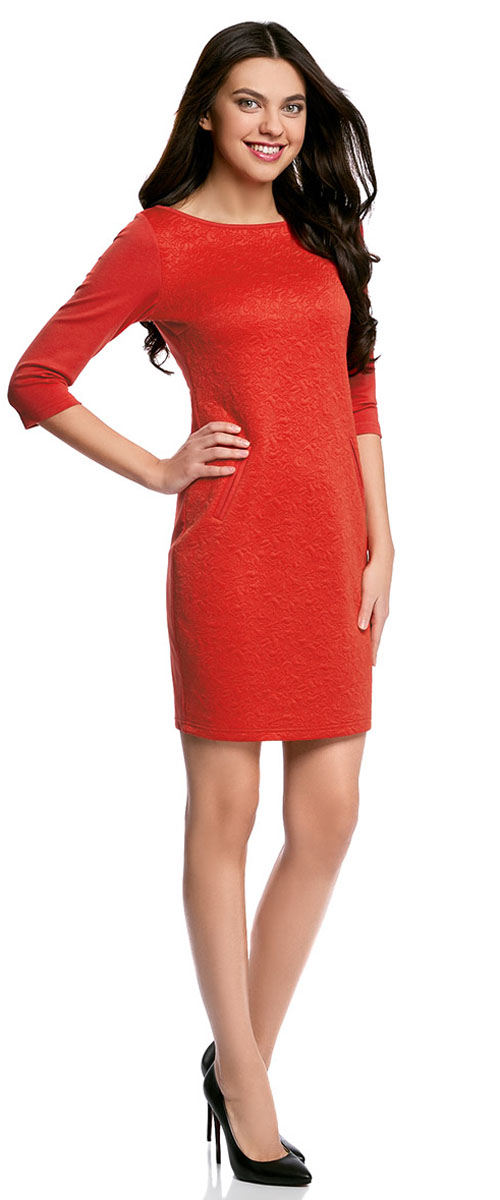 Платье oodji Collection, цвет: красный. 24001100-4/46435/4500N. Размер XL (50-170)24001100-4/46435/4500NПлатье oodji Collection, выгодно подчеркивающее достоинства фигуры, выполнено из плотного фактурного трикотажа. Модель средней длины с вырезом лодочкой и рукавами 3/4 дополнена двумя прорезными карманами на юбке.