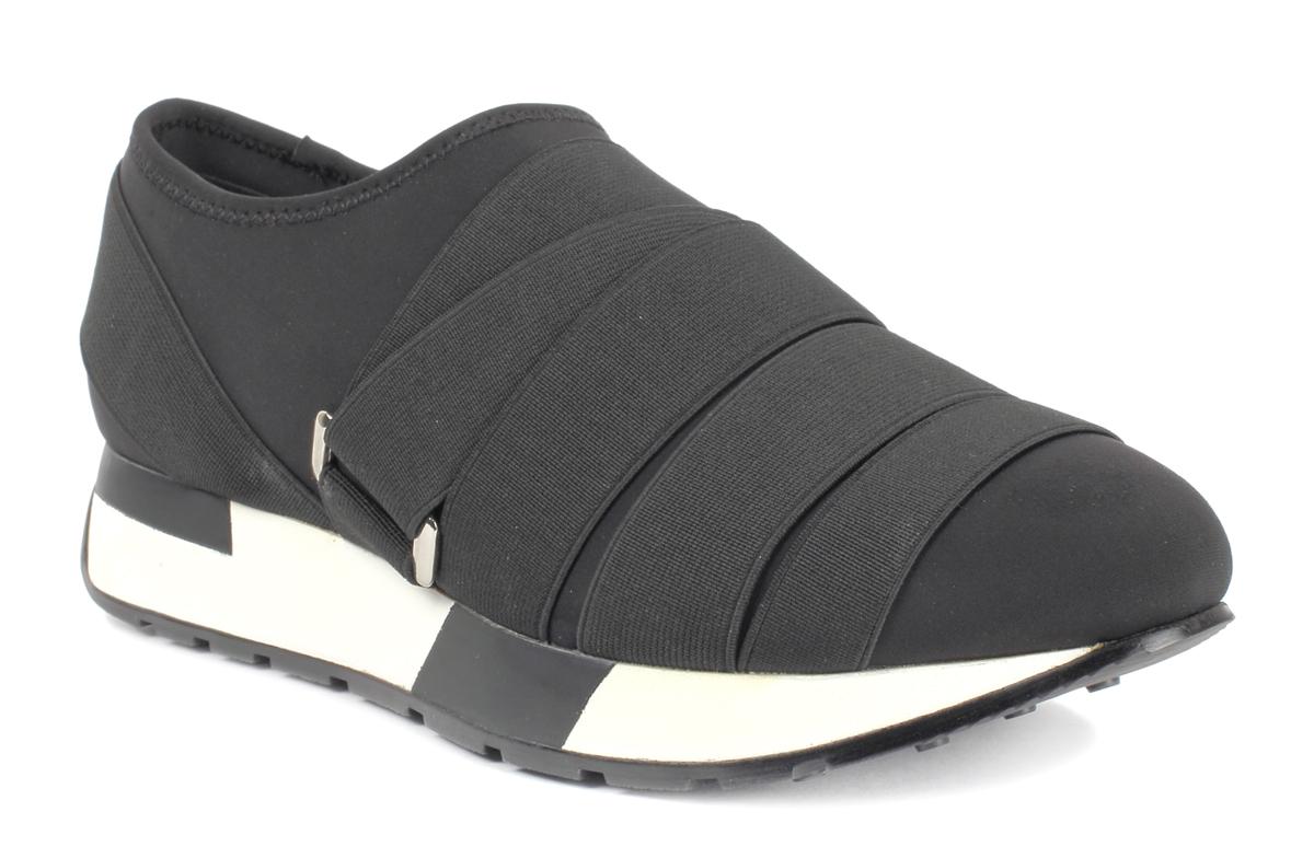 Кроссовки женские Un1ta, цвет: черный. U719M-1. Размер 40U719M-1Женские кроссовки Un1ta выполнены из текстиля иотлично подойдут для повседневной носки. Подъем оформлен шнуровкой из резинки с фиксатором, благодаря которой обувь сидит плотно на ноге. Подошва, дополненная контрастнымпринтом, обеспечивает легкость и естественную свободу движений. Модные и удобные кроссовки превосходно подчеркнут ваш оригинальный и стильный облик.