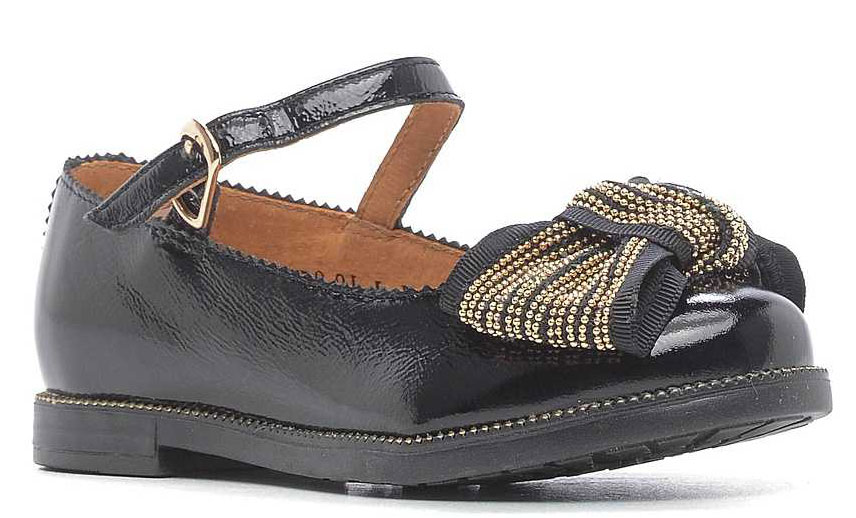 Туфли для девочки San Marko, цвет: черный. 053774. Размер 29053774Модные туфли обязательно придутся по вкусу вашей юной моднице.Модель выполнена из высококачественной лаковой кожи. Ремешок с металлической пряжкой надежно зафиксирует обувь на ножке.Кожаная стелька с супинатором обеспечивает максимальный комфорт при движении. Подошва с рифлением обеспечивают отличное сцепление с поверхностью.