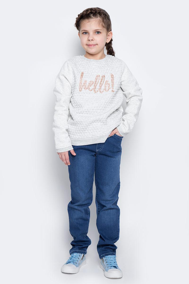 Джинсы для девочки PlayToday, цвет: синий деним. 362110. Размер 128362110Удобные джинсы для девочки выполнены из мягкого трикотажного полотна. Джинсы прямого кроя и стандартной посадки на талии имеют пояс на широкой трикотажной резинке, дополнительно регулируемый шнурком. Модель дополнена четырьмя функциональными карманами.