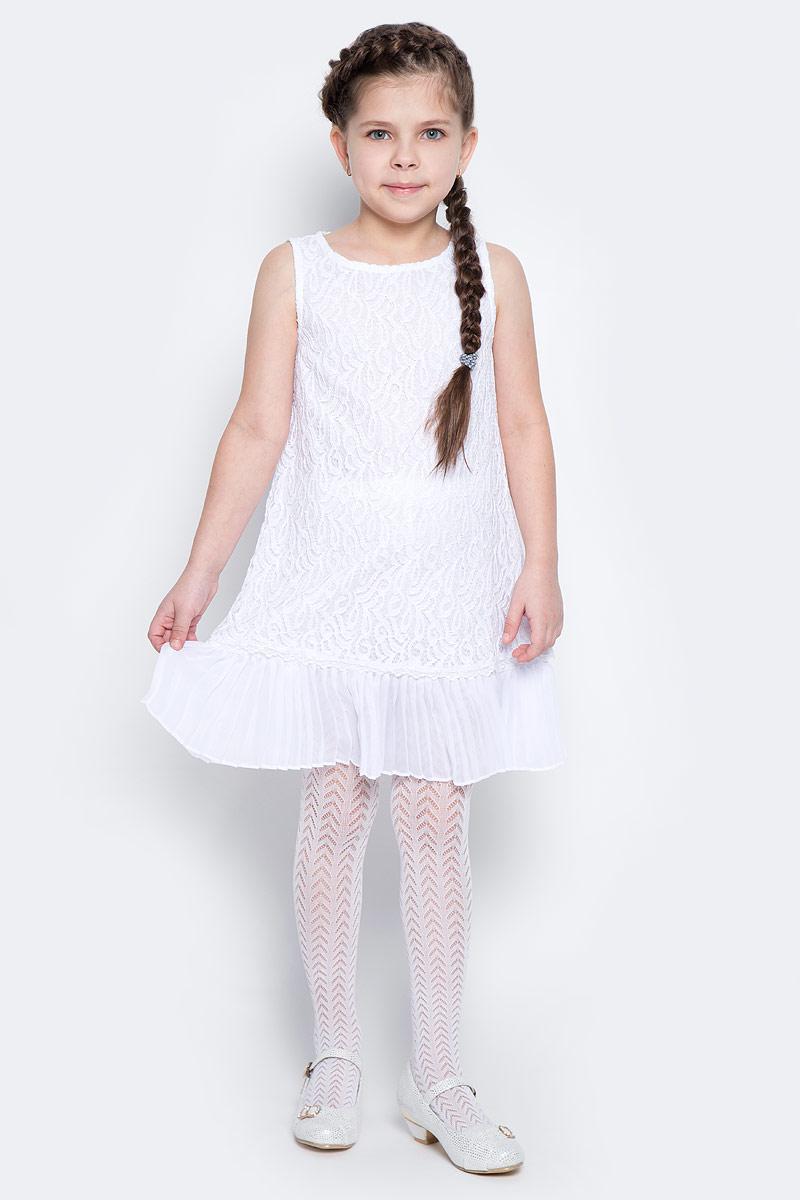 Платье для девочки PlayToday, цвет: белый. 462003. Размер 128462003Элегантное платье белого цвета создано специально для настоящей принцессы! Верх изделия выполнен из нежного гипюра, мягкая хлопковая подкладка обеспечивает удобство. По низу платье дополнено плиссированной отделкой. Модель без рукавов с круглым вырезом горловины застегивается на потайную молнию по спинке.