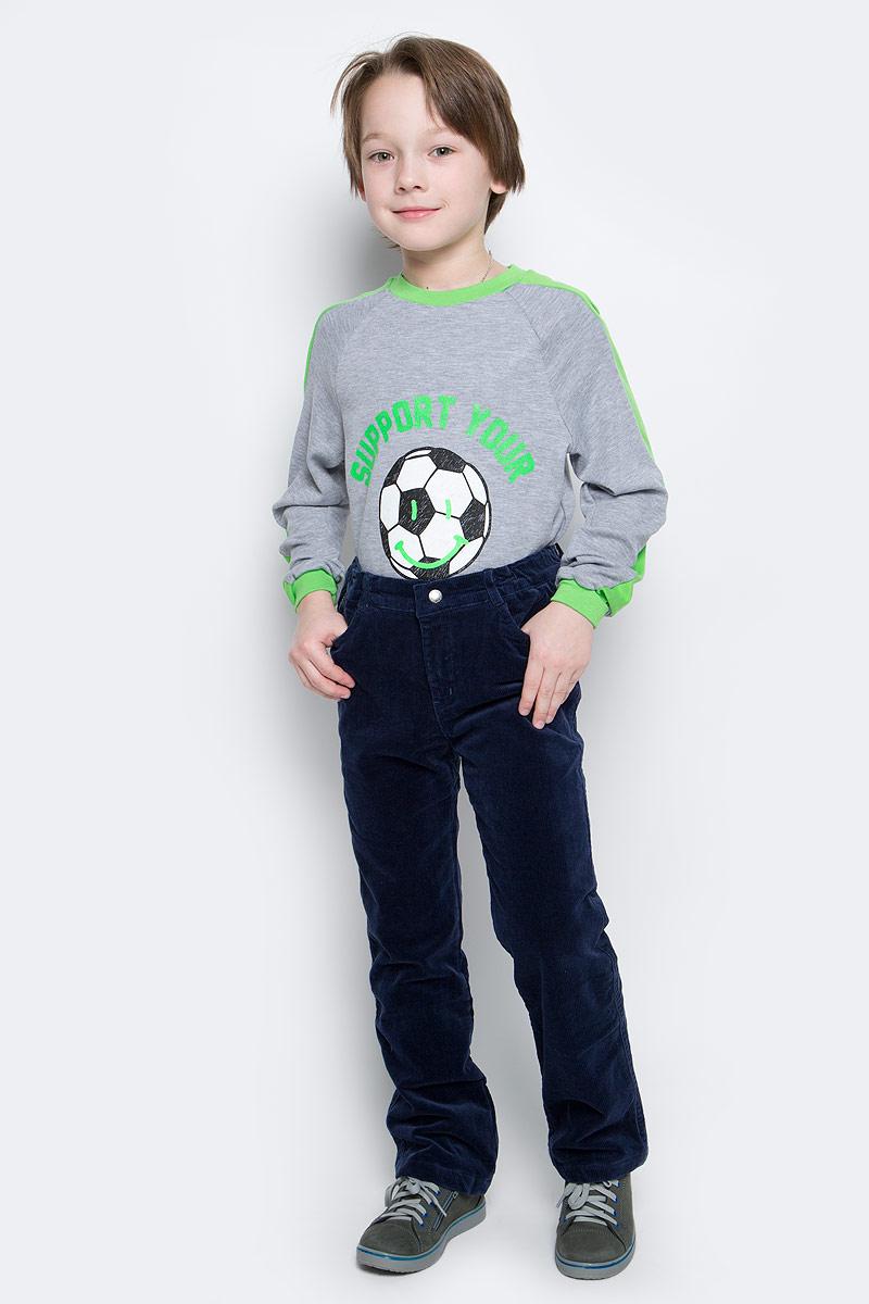 Брюки для мальчика PlayToday, цвет: темно-синий. 361056. Размер 128361056Стильные вельветовые брюки для мальчика. Брюки прямого кроя и стандартной посадки на талии застегиваются на пуговицу и имеют ширинку на застежке-молнии. Пояс дополнен мягкой резинкой для удобной посадки. Хлопковая подкладка держит тепло и обеспечивает дополнительное удобство. Модель представляет собой классическую пятикарманку: два втачных и один маленький накладной кармашек спереди и два накладных кармана сзади.
