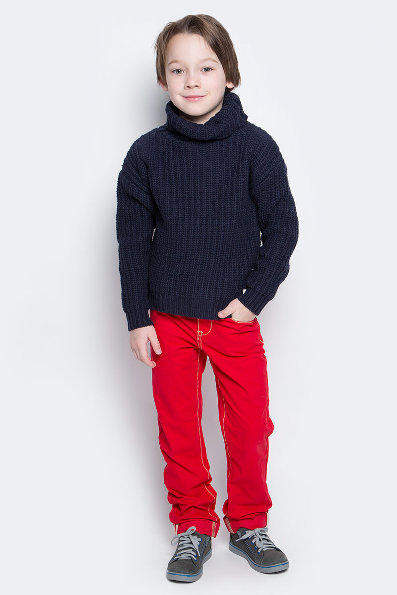 Свитер для мальчика Button Blue, цвет: темно-синий. 216BBBC33011000. Размер 116, 6 лет216BBBC33011000Детский свитер от Button Blue - достойное и выгодное приобретение. Спущенное плечо, свободный силуэт делают свитер оригинальным и ярким. Прекрасный состав пряжи гарантирует уют и комфорт.