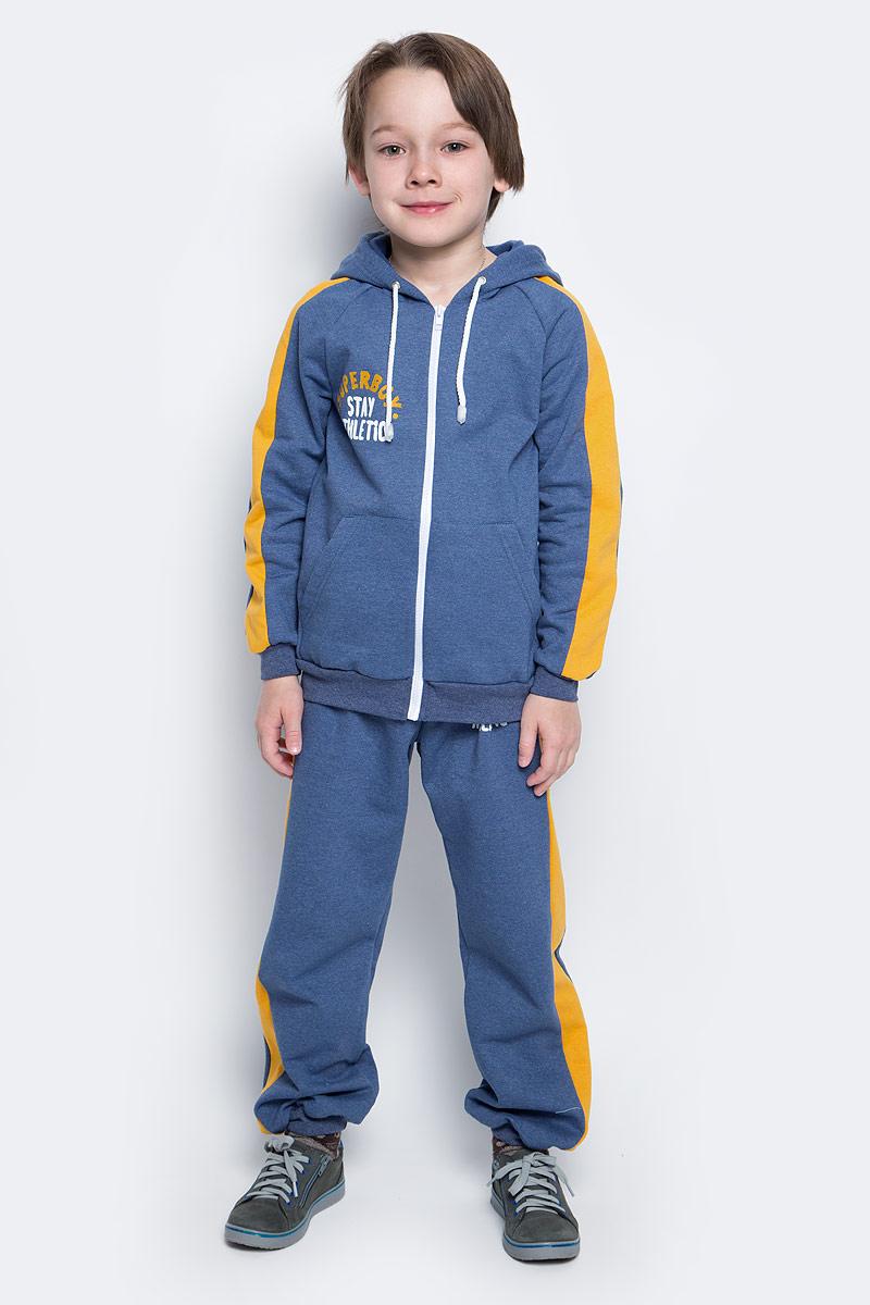 Спортивный костюм для мальчика КотМарКот, цвет: темно-синий, желтый. 20916. Размер 11020916Спортивный костюм для мальчика КотМарКот, изготовленный из натурального хлопка, состоит из кофты и брюк. С изнаночной стороны костюм дополнен теплым мягким начесом. Кофта с капюшоном на шнурке и длинными рукавами-регланзастегивается спереди на пластиковую застежку-молнию. Манжеты и низ изделия дополненыширокой эластичной резинкой. Спереди расположено два накладных кармана и стильная надпись.Брюки на поясе имеют широкую эластичную резинку со шнурком. Брюки оформлены принтом с надписями и лампасами.