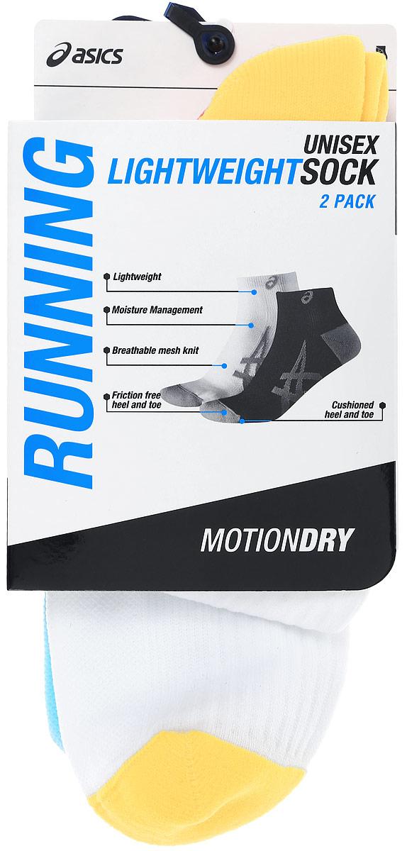 Носки Asics 2PPK Lightweight Sock, цвет: белый, голубой, 2 пары. 130888-0304. Размер 39/42130888-0304Носки Asics 2PPK Lightweight Sock изготовлены из высококачественного эластичного полиамида. Укороченные носки имеют мягкую эластичную резинку, которая надежно фиксирует носки на ноге. Вентилирующие вставки в верхней части обеспечат необходимую циркуляцию воздуха, а амортизация в области пятки и пальцев смягчит шаг. Модель оформлена логотипом бренда Asics сбоку. В комплект входят 2 пары носков.