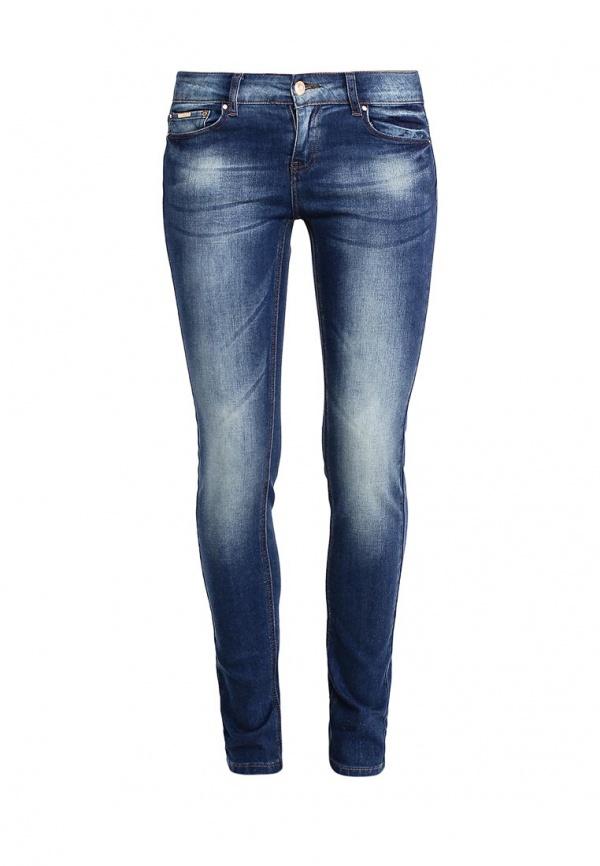 Джинсы женские Sela Denim, цвет: темно-синий джинс. PJ-135/598-7161. Размер 29-34 (46-34)PJ-135/598-7161Стильные джинсы Sela, изготовленные из качественного хлопкового материала с потертостями, станут отличным дополнением вашего гардероба. Джинсы зауженного кроя и стандартной посадки на талии застегиваются на застежку-молнию и пуговицу. На поясе имеются шлевки для ремня. Модель представляет собой классическую пятикарманку: два втачных и накладной карманы спереди и два накладных кармана сзади.