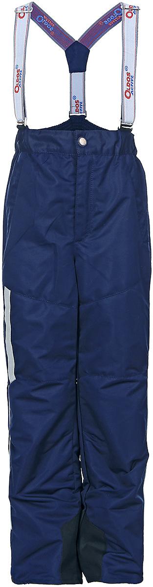 Брюки для мальчика OLDOS ACTIVE Макс, цвет: синий. 17/OA-3PT525-2. Размер 134, 9 лет17/OA-3PT525-2Удобные и функциональные брюки для мальчика Oldos Active Макс идеально подойдут в прохладное время года. Брюки изготовлены из водоотталкивающей и ветрозащитной ткани. Внешнее покрытие Teflon отталкивает грязь и воду, продлевает срок службы изделия, а нанесенная с изнаночной стороны ткани мембрана 3000/3000 позволяет дышать - отводит излишнюю влагу наружу, поддерживая комфортную для тела ребенка атмосферу. Приятная к телу подкладка из качественного полиэстера дополнена по низу ветрозащитной муфтой с антискользящей резинкой.Легкие и не стесняющие движения брюки рассчитаны на температуру воздуха от 0°С до +15°С.Удобные и функциональные брюки прямого покроя застегиваются на кнопку и липучку в поясе, а также имеют ширинку на застежке-молнии. Сзади на поясе предусмотрена широкая резинка. Съемные эластичные наплечные лямки регулируются по длине и крепятся к поясу. Спереди находятся два втачных кармашка на застежках-молниях.Светоотражающие элементы не оставят вашего ребенка незамеченным в темное время суток.