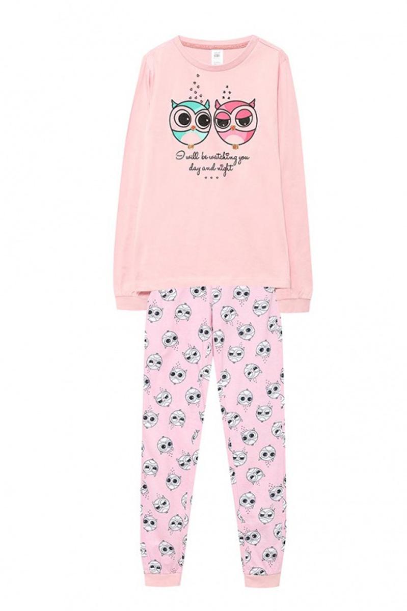 Пижама для девочки Sela, цвет: светло-розовый. PYb-5662/026-7100. Размер 104/110, 4-6 летPYb-5662/026-7100Уютная пижама для девочки Sela, состоящая из лонгслива и брюк, станет отличным дополнением к домашнему гардеробу. Пижама изготовлена из натурального хлопка, благодаря чему она приятна на ощупь и комфортна в носке. Лонгслив прямого кроя оформлен ярким принтом. Круглый вырез горловины дополнен мягкой эластичной бейкой. Рукава дополнены эластичными манжетами. Брюки полуприлегающего кроя, слегка зауженные к низу, имеют пояс на широкой резинке, дополнительно регулируемый шнурком, и оформлены принтом, сочетающимся с принтом лонгслива. Низ брючин также дополнен манжетами.
