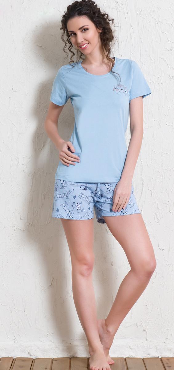 Комплект домашний женский Vienettas Secret Собачка: футболка, шорты, цвет: светло-голубой. 602037 5670. Размер M (46)602037 5670Женский домашний комплект Vienettas Secret выполнен из хлопковой ткани с добавлением полиэстера, состоит из футболки и шорт.Футболка с круглым вырезом горловины и короткими стандартными рукавами, оформлена спереди небольшим принтом.Шорты с эластичным поясом на шнурке декорированы оригинальным принтом с собачками.