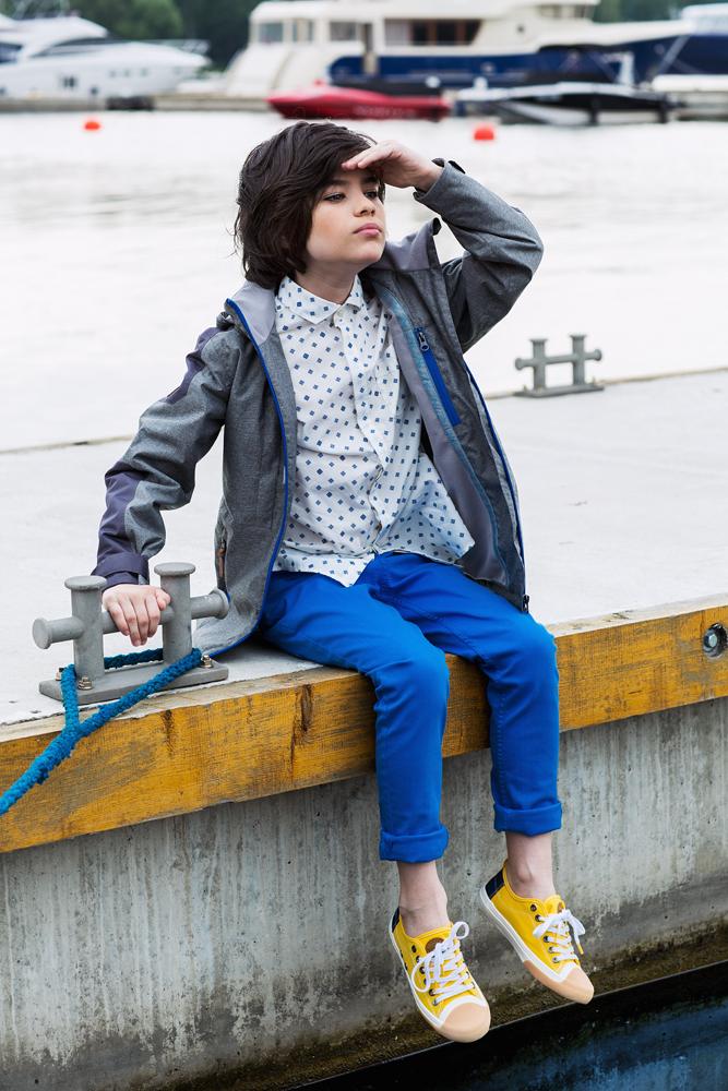 Куртка для мальчика atPlay!, цвет: серый. 2jk710. Размер 110, 5-6 лет2jk710Куртка для мальчика atPlay! выполнена из качественного материала.Стильная куртка - парка на весну для мальчика. Давно полюбившаяся взрослым и детям удлиненная модель куртки. Универсальна в сочетании с различными стилями – уместна и с классическими школьными брюками и в спортивных сочетаниях. В весенней коллекции 2017 канадского бренда AtPlay! Мембранная ткань, покрытие верха Teflon от Dupont, утеплитель Shelter – надежная защита от любых погодных явлений. Куртка-парка от At-Play! - стильный и практичный выбор.