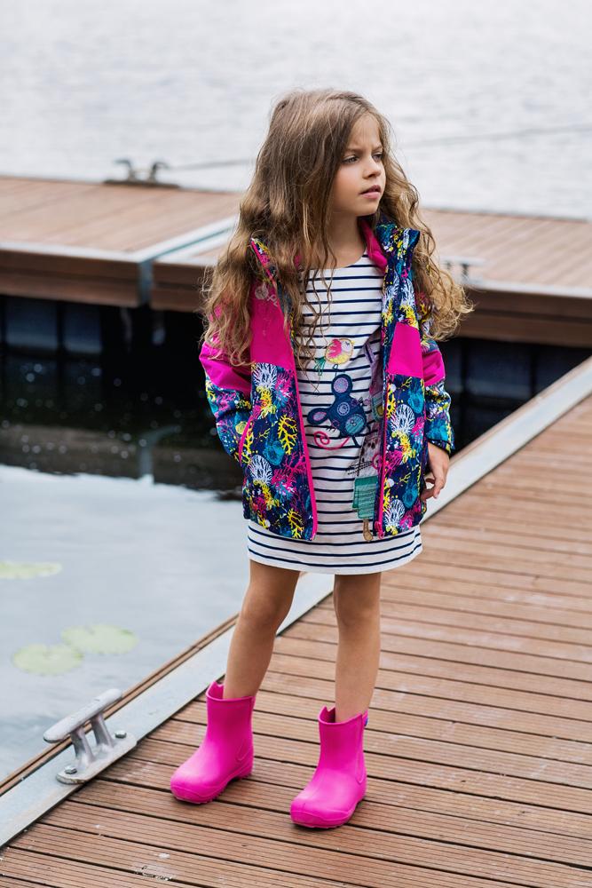 Куртка для девочки atPlay!, цвет: темно-синий. 1jk707. Размер 128, 8-9 лет1jk707Удобная и комфортная куртка для девочки atPlay! выполнена из качественного полиэстера. Куртка на весну для девочки с отстегивающейся флисовой подстежкой. Кофта из флиса может использоваться как самостоятельный предмет гардероба. В данной модели куртки обращает на себя внимание оригинальный дизайн – яркие цветовые сочетания не оставят равнодушным никого. Отличный способ предусмотреть любые изменения весенней погоды – выбор верхней мембранной одежды от канадского бренда At-Play! Куртка 2-в-1 – это одновременно и теплая весенняя куртка, и легкая ветровка. Грязе- и водоотталкивающее покрытие Teflon облегчает уход за этой одеждой – после прогулки достаточно протереть поверхность влажной губкой. Внимание к деталям и высочайшие стандарты качества – неизменное правило производителя At-Play!