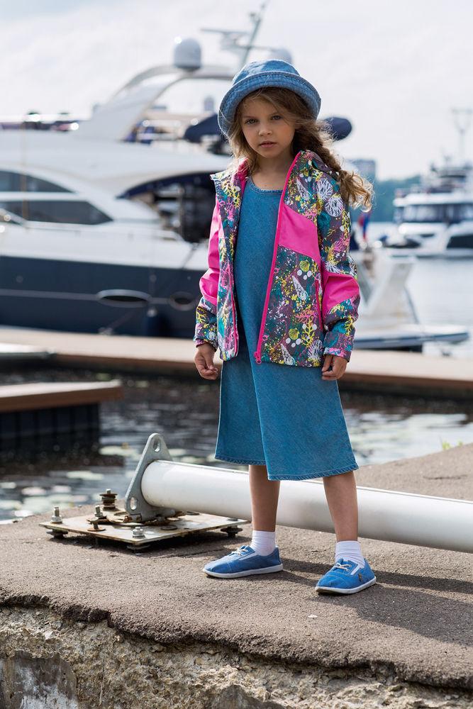 Куртка для девочки atPlay!, цвет: серый. 1jk707. Размер 104, 3-4 года1jk707Удобная и комфортная куртка для девочки atPlay! выполнена из качественного полиэстера. Куртка на весну для девочки с отстегивающейся флисовой подстежкой. Кофта из флиса может использоваться как самостоятельный предмет гардероба. В данной модели куртки обращает на себя внимание оригинальный дизайн – яркие цветовые сочетания не оставят равнодушным никого. Отличный способ предусмотреть любые изменения весенней погоды – выбор верхней мембранной одежды от канадского бренда At-Play! Куртка 2-в-1 – это одновременно и теплая весенняя куртка, и легкая ветровка. Грязе- и водоотталкивающее покрытие Teflon облегчает уход за этой одеждой – после прогулки достаточно протереть поверхность влажной губкой. Внимание к деталям и высочайшие стандарты качества – неизменное правило производителя At-Play!