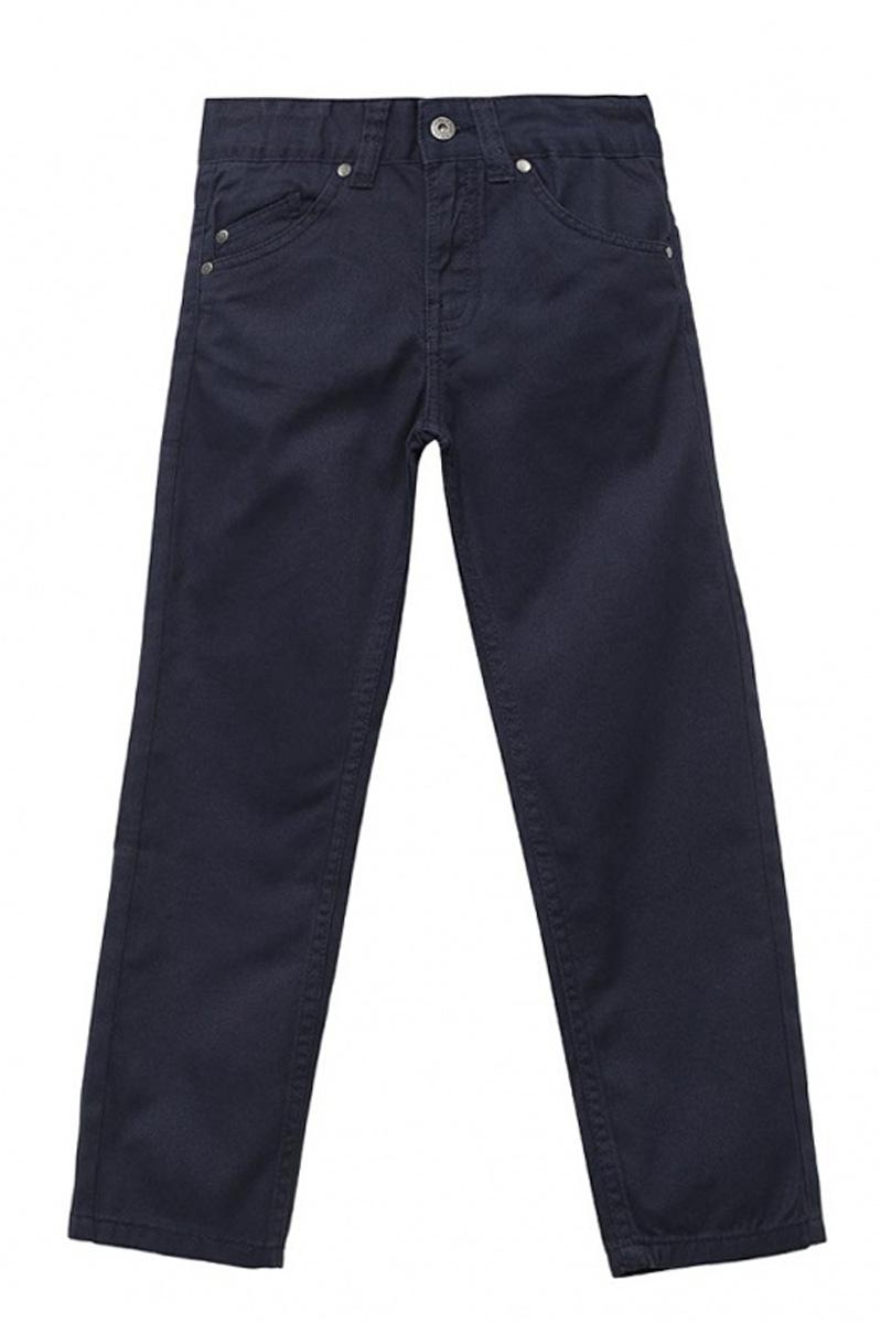 Брюки для мальчика Sela, цвет: темно-синий. P-715/300-7161. Размер 110P-715/300-7161Стильные брюки для мальчика Sela выполнены из натурального хлопка. Брюки прямого кроя и стандартной посадки на талии застегиваются на пуговицу и имеют ширинку на застежке-молнии. На поясе имеются шлевки для ремня. Модель представляет собой классическую пятикарманку: два втачных и один маленький накладной кармашек спереди и два накладных кармана сзади.