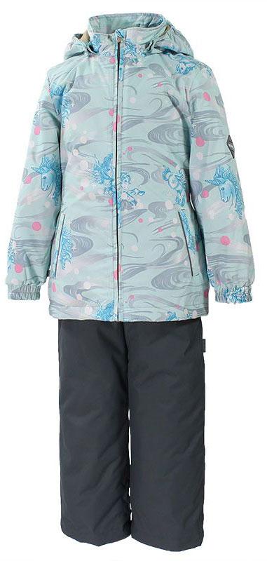 Комплект для девочки Huppa Yonne: куртка, брюки, цвет: серый, голубой. 41260004-71127. Размер 11041260004-71127Комплект верхней одежды для девочки Huppa состоит из куртки и брюк. Комплект выполнен из водонепроницаемой и ветрозащитной ткани. Куртка с капюшоном и воротником-стойкой застегивается на пластиковую молнию. На рукавах предусмотрены манжеты, препятствующие проникновению холодного воздуха. Спереди расположены два прорезных кармана. Оформлено изделие ярким принтом. Брюки спереди застегиваются на пластиковую молнию. Модель дополнена эластичными наплечными лямками, регулируемыми по длине. На талии предусмотрена широкая резинка. Ширина штанин снизу регулируется.Комплект снабжен светоотражающими элементами, которые не оставят вашего ребенка незамеченным в темное время суток.