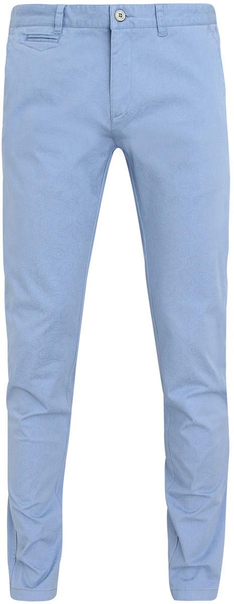 Брюки мужские oodji Lab, цвет: голубой. 2L150021Q/39428N/7074E. Размер 44-182 (52-182)2L150021Q/39428N/7074EМужские брюки oodji Lab выполнены из высококачественного материала. Модель-слим стандартной посадки застегивается на пуговицу в поясе и ширинку на застежке-молнии. Пояс имеет шлевки для ремня. Спереди брюки дополнены втачными карманами, сзади - прорезными.