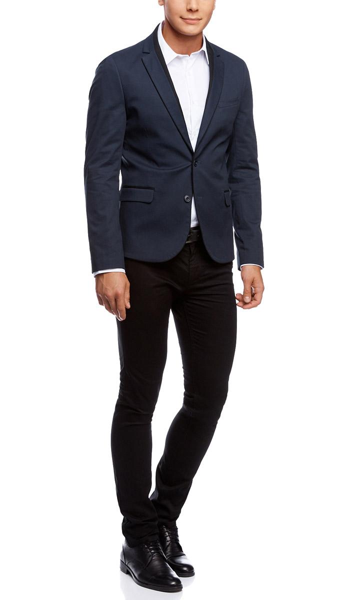 Пиджак мужской oodji, цвет: темно-синий, черный. 2L420159M/39254N/7929B. Размер 46-182 (46-182)2L420159M/39254N/7929BМужской пиджак oodji скроен по классическому силуэту и плотно садится по фигуре. Имеет длинные рукава, воротник с лацканами и карман слева на груди, два кармана по бокам от талии. Застегивается на пуговицы спереди и на манжетах. Сзади имеется шлица. Оформлен вставками из контрастной ткани.