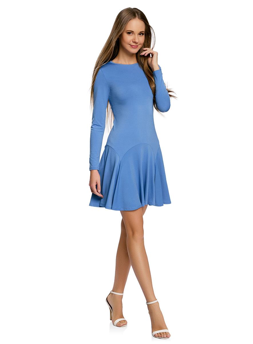 Платье oodji Ultra, цвет: светло-синий. 14011015/46384/7501N. Размер XXS (40-170)14011015/46384/7501NПриталенное платье oodji Ultra с расклешенной юбкой выполнено из качественного трикотажа. Модель средней длины с круглым вырезом горловины и длинными рукавами застегивается на скрытую молнию на спинке.