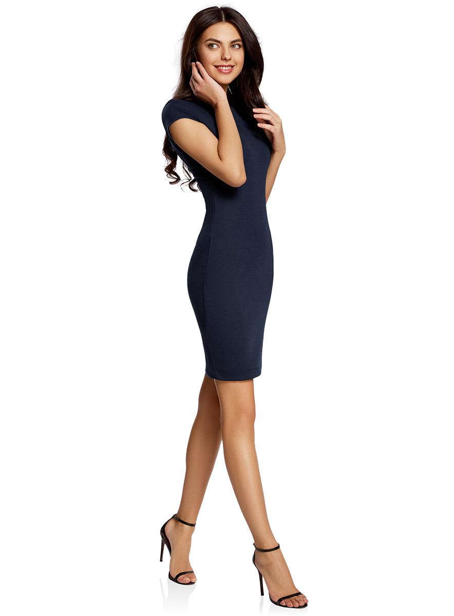 Платье oodji Collection, цвет: темно-синий. 24001114-1/37809/7900N. Размер L (48-170)24001114-1/37809/7900NОбтягивающее платье oodji Collection, выгодно подчеркивающее достоинства фигуры, выполнено из качественного трикотажа. Модельсредней длины с короткимирукавами дополнена круглым вырезом на спинке.
