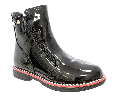 Ботинки для девочки Camidy, цвет: черный. 3005. Размер 373005Очаровательные детские ботинки от Camidyзаинтересуют вашу дочурку с первого взгляда. Модель выполнена из искусственной, лакированной кожи. Подкладка и стелька из мягкой байки, обеспечат комфорт и уют. С боку модель дополнена молнией и кристаллами. Ботинки застегиваются на застежку-молнию, расположенную на одной из боковых сторон. Рант модели дополнен контрастной линией. Подошва оснащена рифлением для лучшей сцепки с поверхностью. Удобные ботинки - необходимая вещь в гардеробе каждого ребенка.